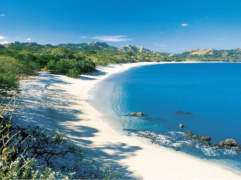 una de las playas locales