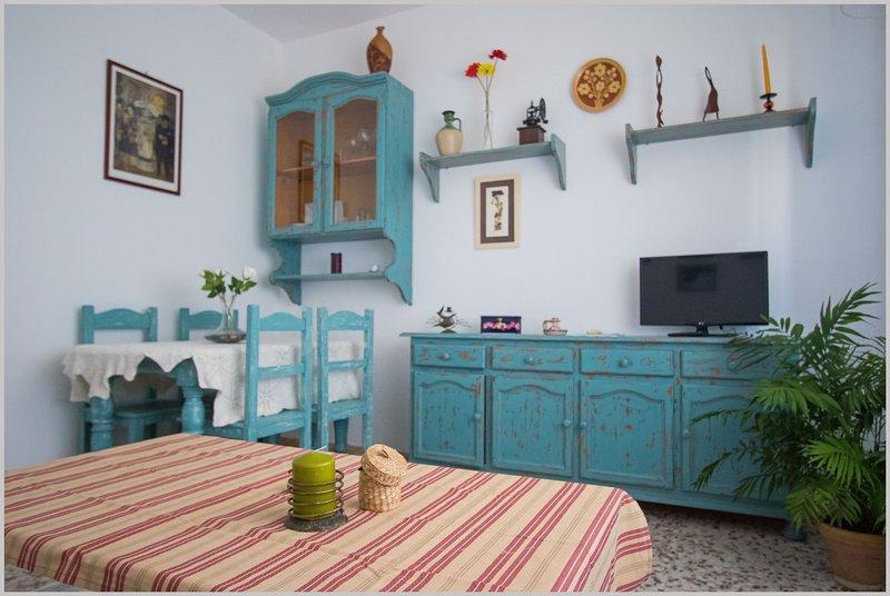La Casa de los Pájaros, ideal para familias, Wifi y aire acondicionado, holiday rental in Marinaleda