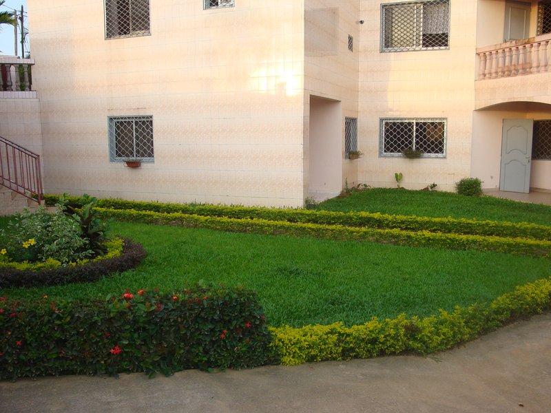 Appartement meublé EVANSIO, holiday rental in Littoral Region