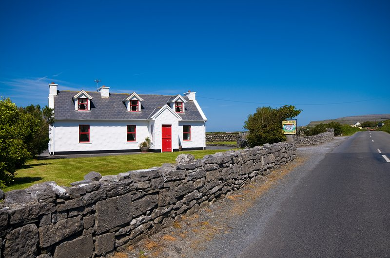 Fanore Holiday Cottage on the Wild Atlantic Way, vacation rental in Spiddal