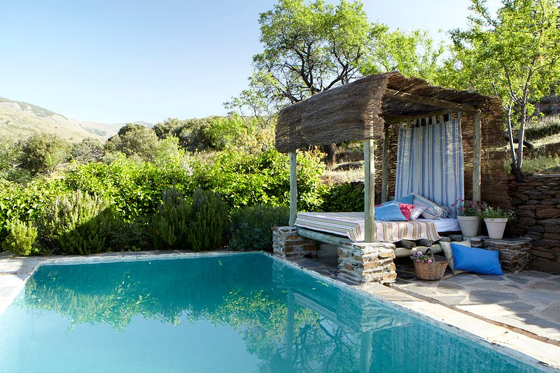 Secluded Stone Cottage, Laroles, Andalucia, Sierra Nevada Natural Park, holiday rental in Berja