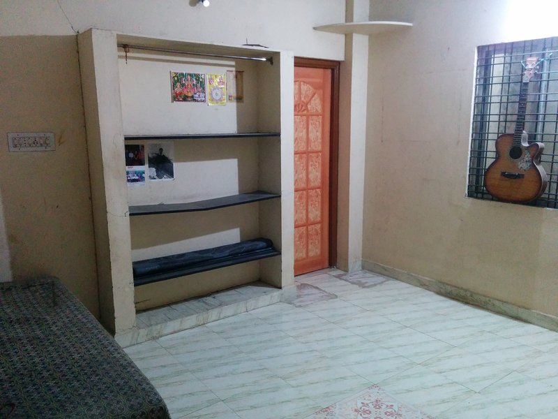 1 hall 1 kitchen semi furnished, holiday rental in Nagpur