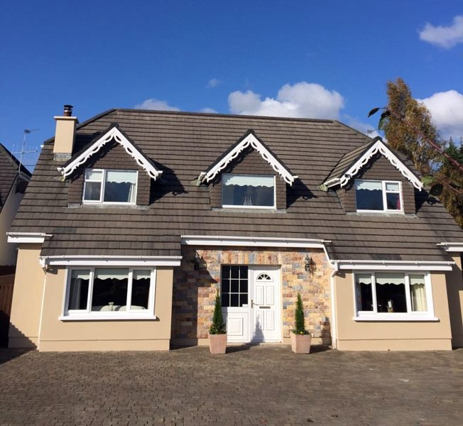 Great 5 bed 4 en-suite detached homFe in great location.  Parking for 5 cars, secure back garden.