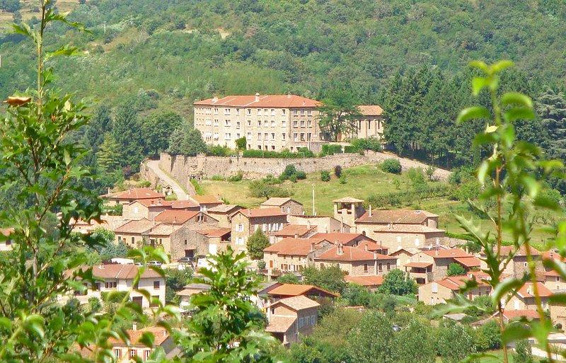 Le village et Maison Pierre Vigne