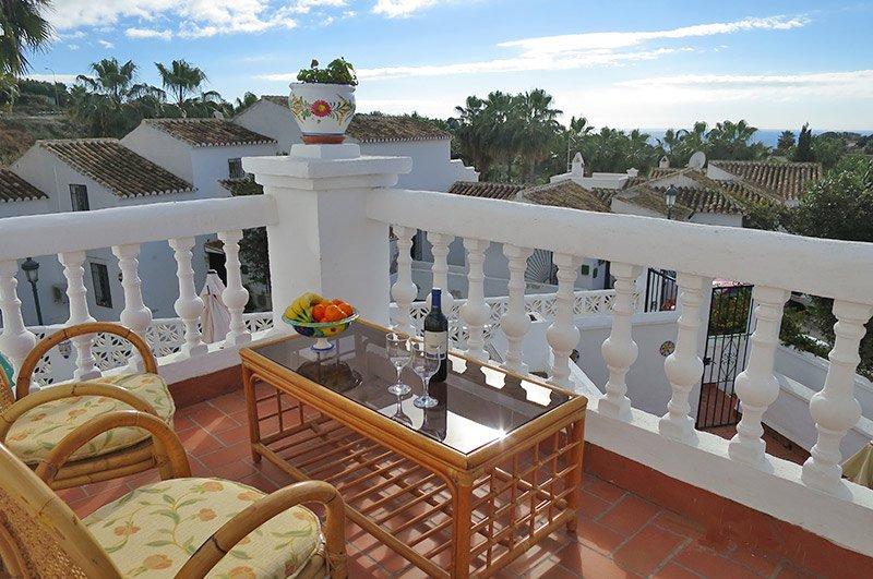 Nice Modern 2 bedroom Apartment in Nerja, Oasis de Capistrano, holiday rental in Maro