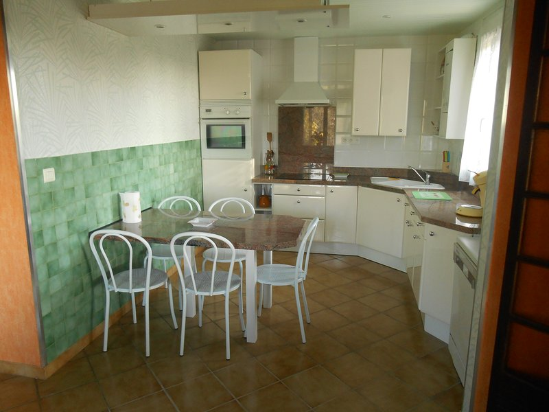 great functional and well equipped kitchen.