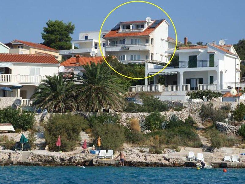 Ap POOL, A3 (4+0) by beach, SEVID, Trogir, CROATIA, holiday rental in Sevid