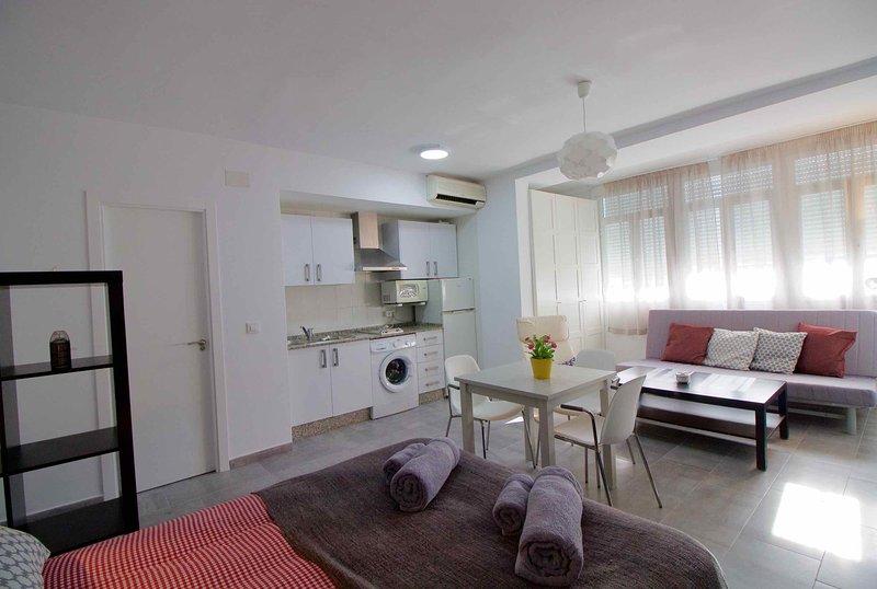 Precioso Estudio-Loft, moderno diseño, 5' de playa, holiday rental in Cadiz