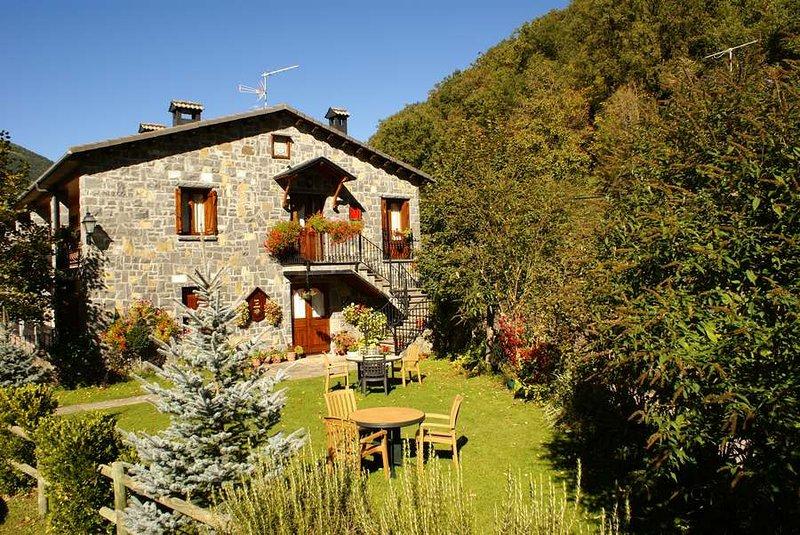 Casa Martín Ordesa y jardín