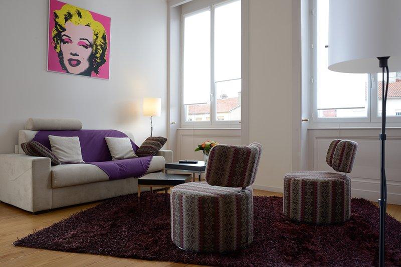 Cosy apartment in Lyon Croix Rousse, vacation rental in Couzon-au-Mont-d'Or