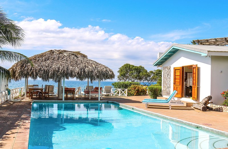 Doubloon Villa, large pool and sandy beach at heart of Treasure Beach, holiday rental in Jamaica