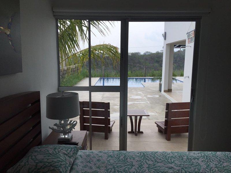 Habitacion con terraza hacia la piscina