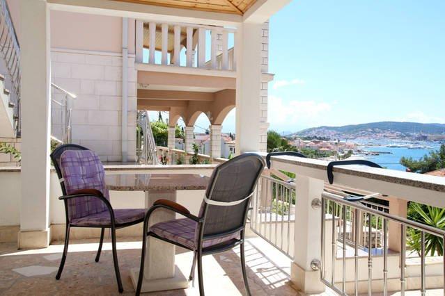 A1 (2+0),Villa Rosanda-SEGET DONJI-TROGIR, CROATIA, vacation rental in Donji Seget