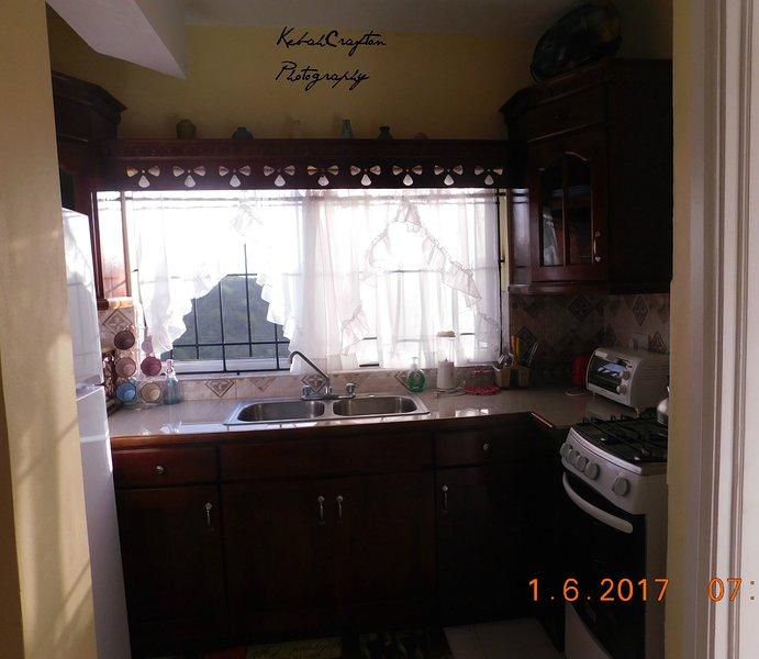 assistir as colinas de janela da cozinha