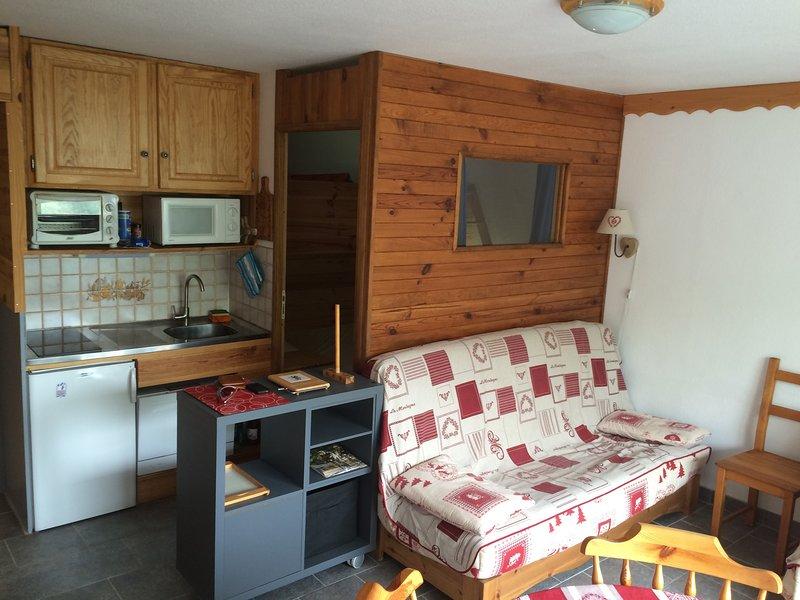 Le Corbier - Centre Station de ski - Montagne - 4 pers avec chambre - lave-linge, holiday rental in Le Corbier