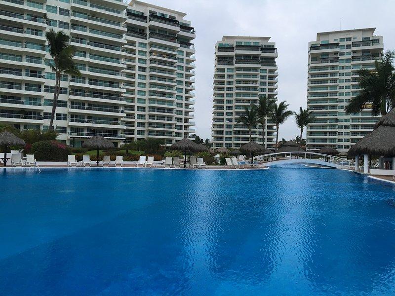 incrível piscina e bar