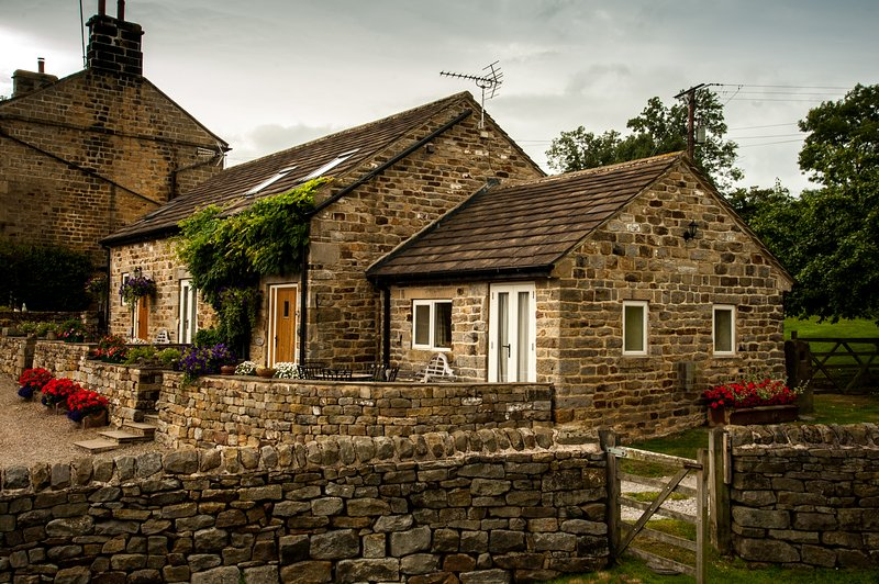 Rossmoor Cottage at Bogridge Farm Cottages, holiday rental in Guiseley