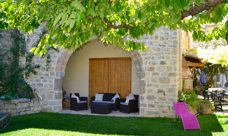 Holidays in Lagrasse; The Grenier Apartment, location de vacances à Lagrasse
