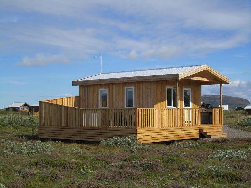 Golden Circle Cabin with hot tub #4, aluguéis de temporada em Solheimar