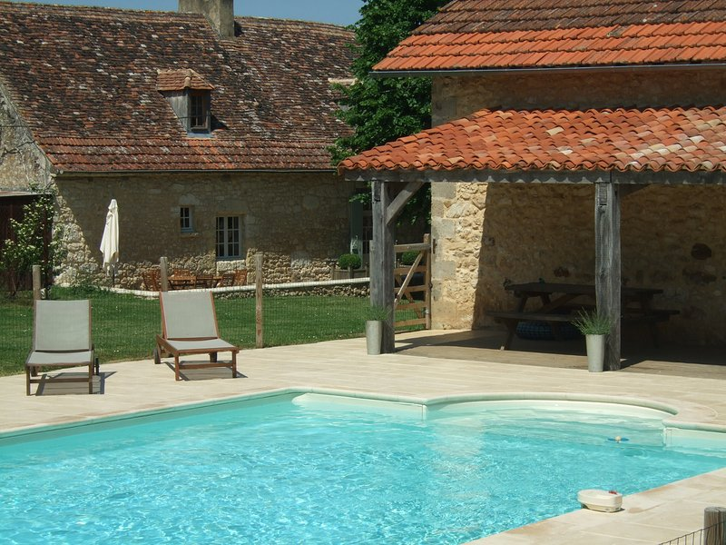 The Farmhouse at Rigal farm, pool, 100 acres, adult, children and animal heaven., location de vacances à Lanquais