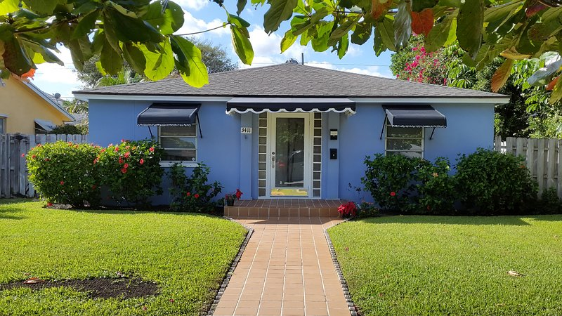 Welcome to the Adorable Azure House in Old Northwood