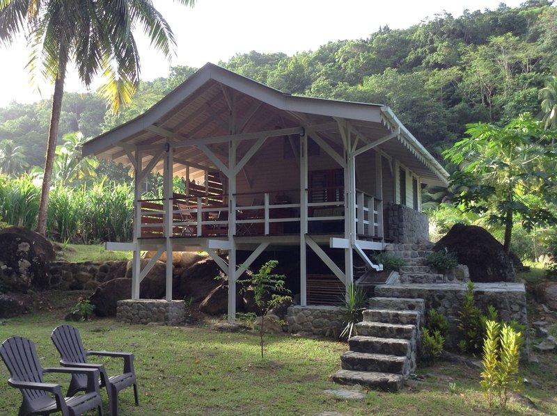 Guava-Cherry riverside cottage, aluguéis de temporada em La Plaine