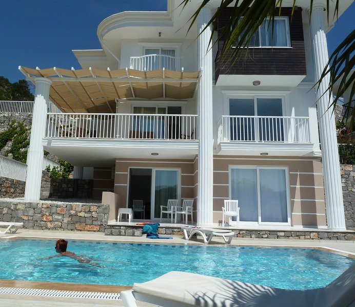 Beautiful Villa Sarigerme close to the Aegean Sea with Private Pool 5 Bedrooms, holiday rental in Sarigerme