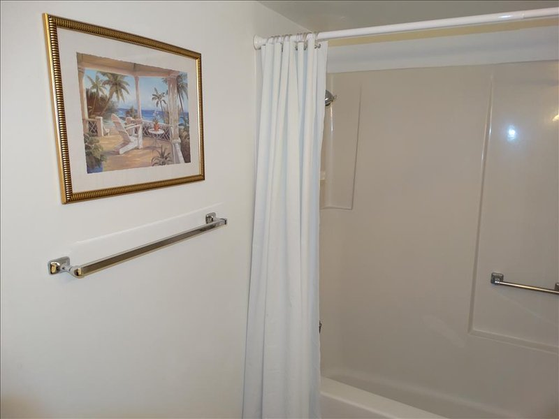 Simple, yet elegant!  Canaveral Beach 402 is your BEST Vacation choice!