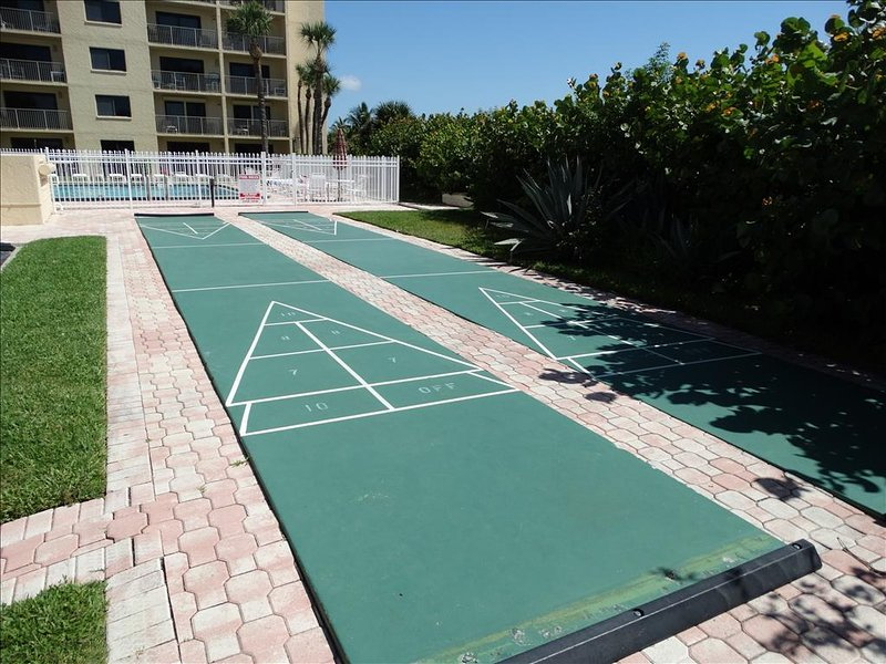 Yes!  Shuffleboard Courts are well maintained and beachside!