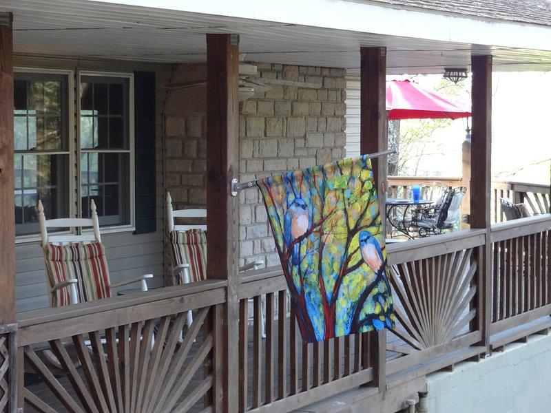 Wren Eagle Retreat--forest chalet, casa vacanza a Kingston