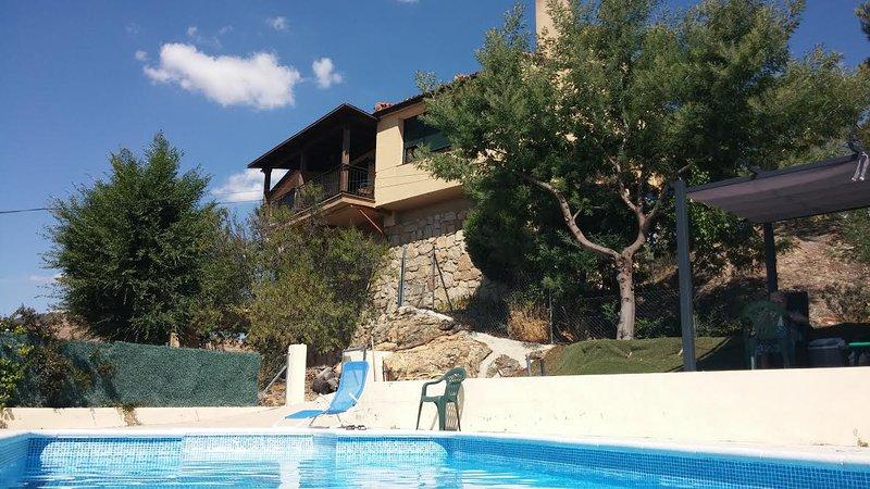 Casa de Alannis.Robledo de Chavela  Sierra de Madrid. Chalet piscina privada, vacation rental in Valdemorillo