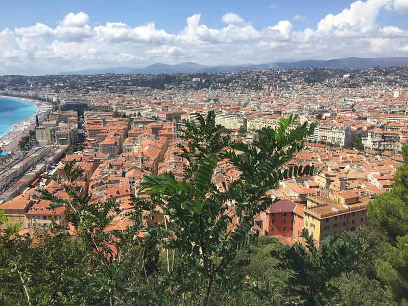 Vista de la bonita vista de la buena desde el mirador caídas