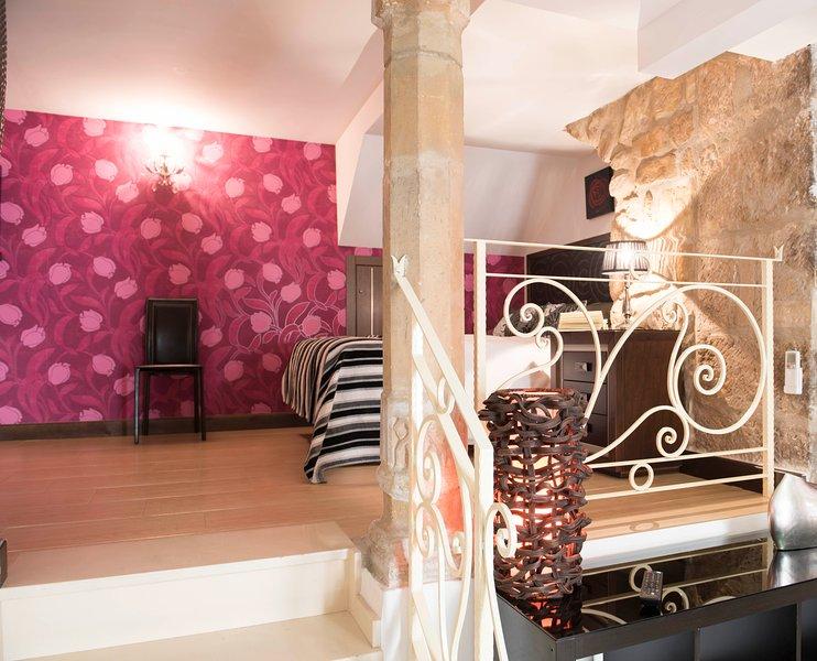 Apartamento Turístico FUENTE REDONDA en Úbeda, holiday rental in Baeza