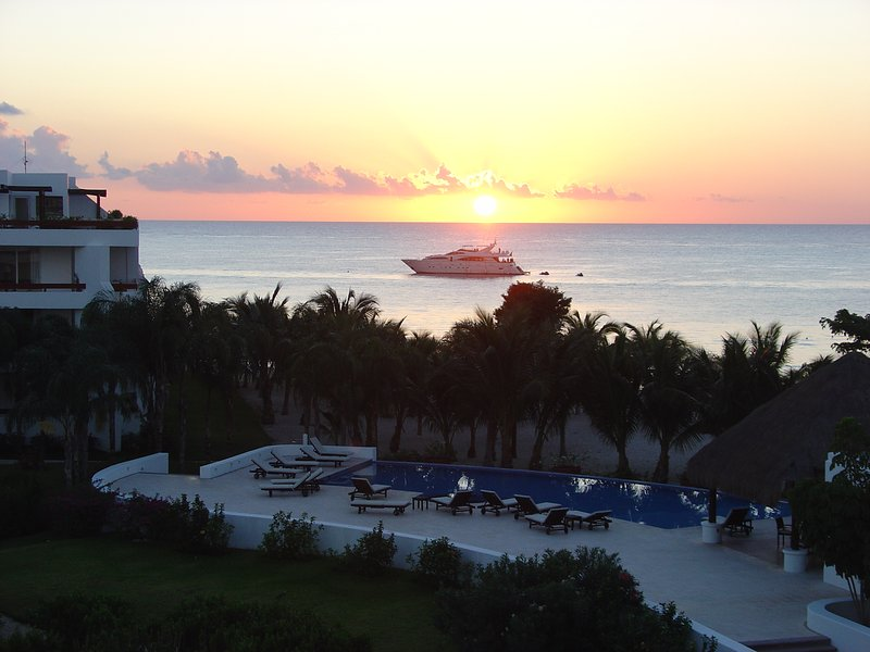 Ahh!  Another beautiful sunset in Paradise!