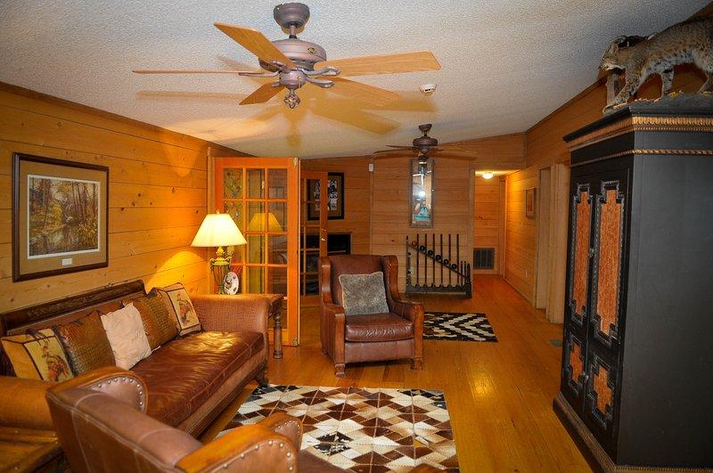 150 acres - 17 bedrooms - Sleeps 40+ - Go-Kart Track - Skeet Shooting - Pool, location de vacances à Mullins