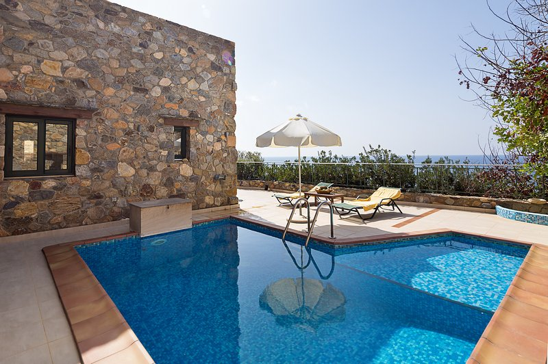 Sunset Views at villa Meliti with Private Pool & Sea Views! – semesterbostad i Amigdhalokefali