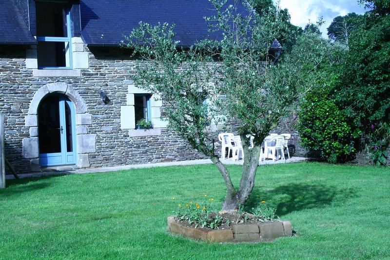 The Oak Cottage, housing front
