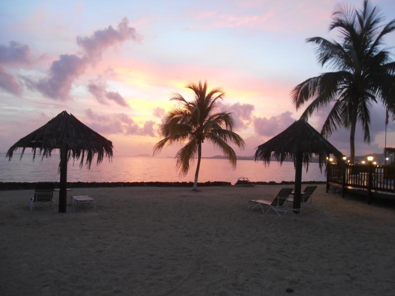 Puesta de sol en el paraíso en Mill Harbour Beach Resort