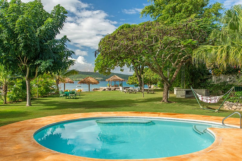 Linga-Awile Cottage on the Beach, vacation rental in Discovery Bay