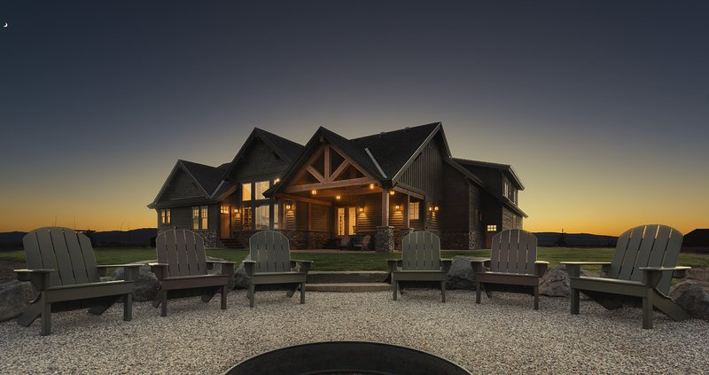 Tetonia Wilderness Lodge - Vacation Rental Dream with Hot Tub, vacation rental in Driggs