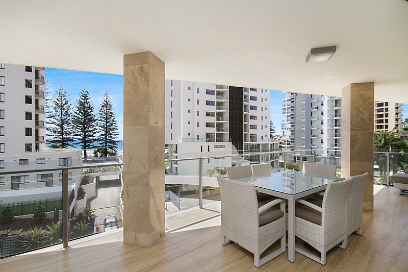 Maili 6 Luxury sky home apartment in Rainbow Bay Coolangatta Wi-Fi Included, vacation rental in Gold Coast