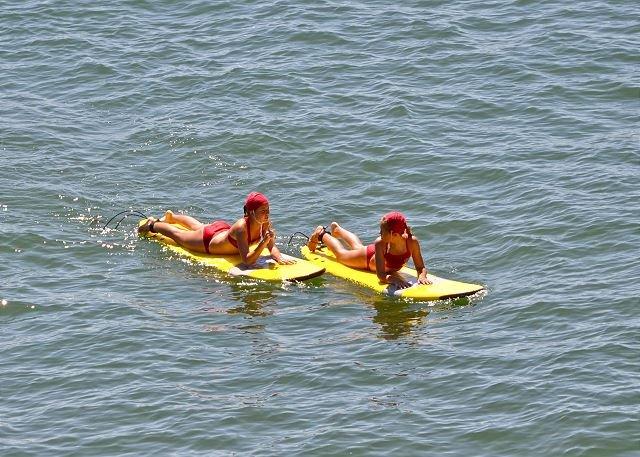 De Meisjes van surfer