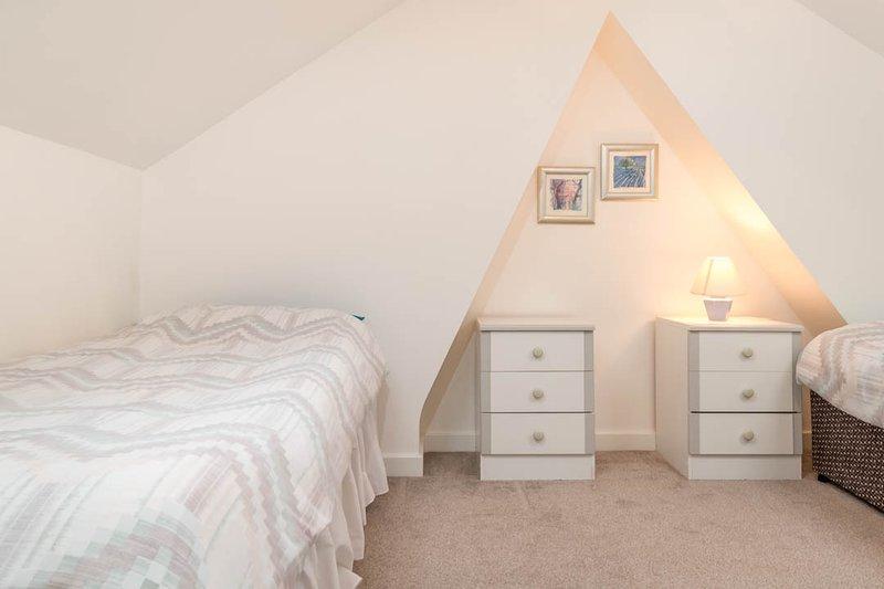 Un de l'étage supérieur chambres avec 2 lits simples