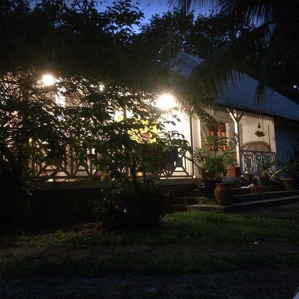 casa colonial espaçosa com terraço e jardim