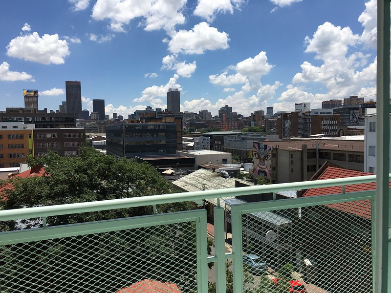 Two Bedroom Apartment with City View, vacation rental in Johannesburg