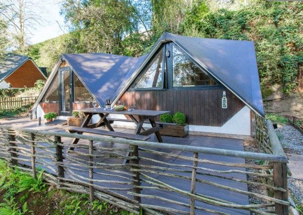 In the Woods - chalet de luxe avec sauna IR, vacation rental in Ohey