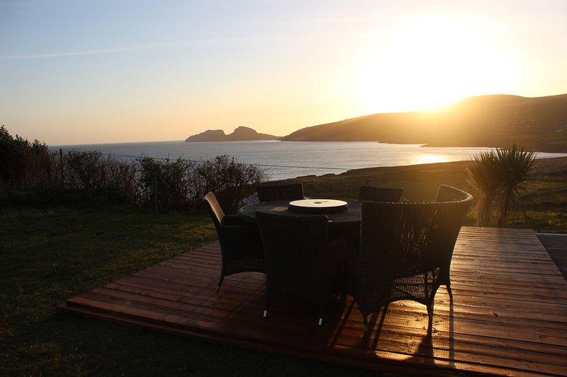 Beber en algunos de los muy pocos puntos de vista de las casas con vistas Skelligs Rocks