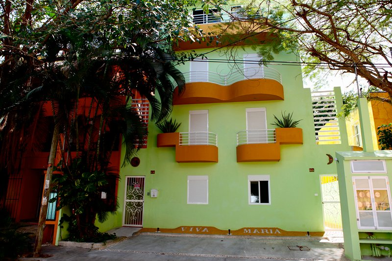Front view from calle 30 norte Viva Maria