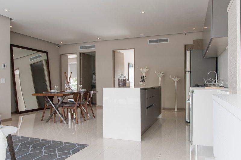 Amazing & spacious 3-bedroom apartment in Guadalajara, alquiler de vacaciones en Zapopan