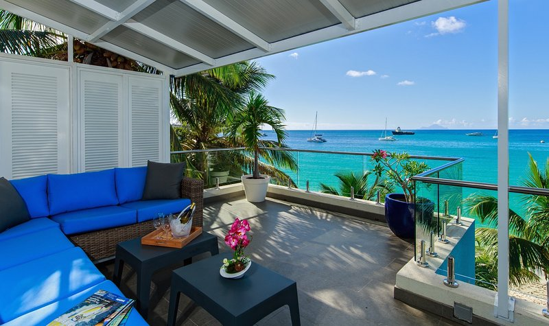 Le Papillon - Modern Luxurious Beachfront Unit, extra clean, stunning view, vacation rental in Simpson Bay
